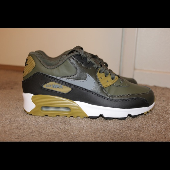 los angeles c67cd 2773e New Nike Air Max 90 Leather GS Size 6.5Y (8 Women).  M 5bfa2bb2d6dc52945278e3b4